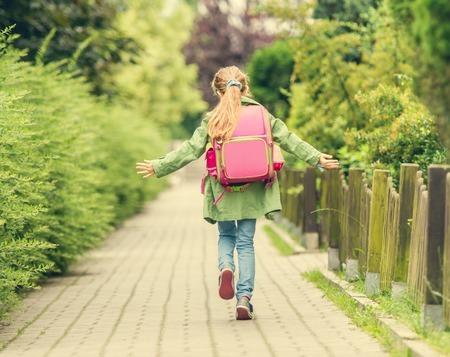 ひとりでお出かけ50代女性歩く速さ